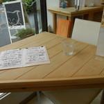 Cafe cocoro - 三角形のテーブルがとても可愛らしい