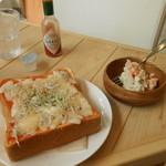 Cafe cocoro - しらすとチーズのピザ・トーストとポテサラ