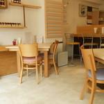 Cafe cocoro - テーブルカウンターはリフォーム会社の大工さん手作り