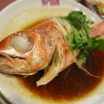 獅門酒楼 - 本日の目玉 尾長鯛の蒸し物 ネギ生姜ソース  臭みがまったくなくふっくら仕上げ