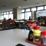 港区役所 レストランポート - 広い食堂