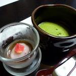 たつき - 水物(バラの花の葛餅ぜんざい風とお抹茶)