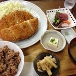 元気モリモリ - メガコロッケ+ちょい刺身定食で玄米ご飯!