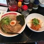 19535562 - ガチ徳島らーめん+豚キムチ丼