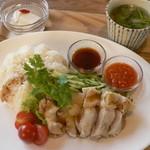 珈琲 さんぽ - 海南鶏飯(ハイナンチキンライス) 990円
