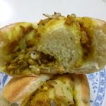 海音 - 2013.06 カレーパンの断面。真ん中に盛り上がってるのもパンでした:笑