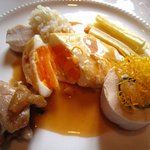 キャノン - 肉料理(半熟たまごを開いたところ)