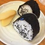 黒亭  - おにぎり(200円)