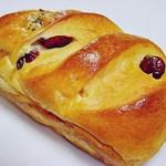 モートン - クランベリーのパン 160円 (^^