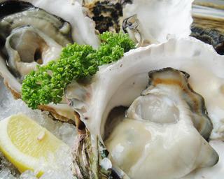 Oyster Bar ジャックポット - 夏が旬の岩牡蠣!!ぷりっぷり~超濃厚♪