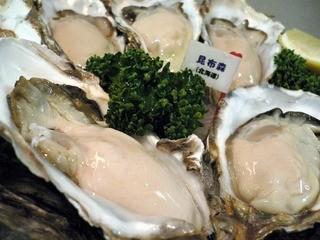 Oyster Bar ジャックポット - ランチタイムでもおいしい生牡蠣食べれます♪