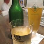 bisとろタカギ - ビールとハイボール。                             生ビールはなく、ボトルのハートランドビールです。