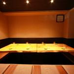 淀屋橋 うおじ - 内観写真:8名様用の掘りごたつ席