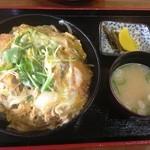 めし屋 おふくろ - カツ丼(800円)