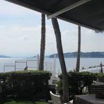 19562192 - テラス席から江の島を望む
