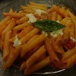 19562888 - トマトとモッツァレラチーズのペンネ