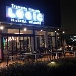 Trattoria&Pizzeria LOGIC - 海側にテラス席(外からは入れません)