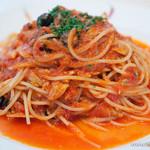 トラットリア・イタリア - ツナとオリーブのトマトソーススパゲティ