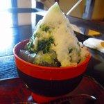 樫舎 - 樫舎の氷 蕨餅入り 1,470円 器は奈良漆器の合鹿椀