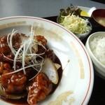 くまねこ食堂 - さっぱり黒酢の北京風酢豚定食