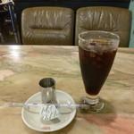 ロダン - 2013.06 食後のアイスコーヒーは200円と良心的、要らないんでお盆に放置したケーキが戻ってきました:爆