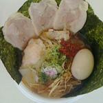 新旬屋 麺 - 冷たいラーメン全部入り800円