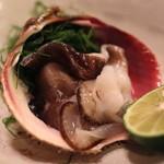 名登利寿司 - 殻付 とり貝 (鹿島)
