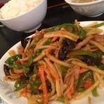 東海飯店 - 豚肉とピーマンのピリ辛炒め定食