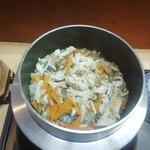 浜幸 - 釜飯の炊きあがり