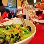 19578776 - 本日のグリーンサラダからコース料理のスタートです!