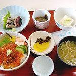1958314 - いくら丼(1,350円)