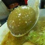 神田 元楽 - 煮卵は丸々1個入ってます