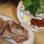 正宗屋 - 豚のレタス包み(サムギョプサル)
