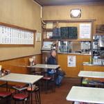 伊勢屋食堂 - 2013 昭和の雰囲気の店内です。