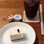 19592514 - アイスコーヒー・ハイチとブルーベリーレアチーズケーキ