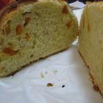 19593014 - アプリコットとピスタチオのパン断面