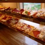 菓子工房メイプル - 菓子パン系がたくさんあります