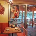海人の家 - 店内のテーブル(1)