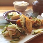 SOHSOH - 友人オススメの店で食べた野菜たっぷり玄米定食!プレートに盛られたヘルシー料理の数々にテンションUP↑↑