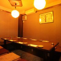 旬味 いやさか - くつろいだ雰囲気の個室は、あらゆるシーンで利用できます