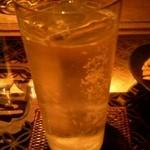 松毬 - ある晩、カリラをソーダ割で