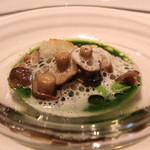 レストラン ラ フィネス - 京都府福知山市由良川の天然ウナギのポワレと燻製 パセリのクーリ と ニンニクのソース