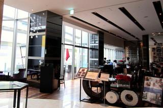 テラスカフェバー - ホテルのロビー、カフェは5階に。