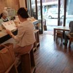 鎌倉ウッドベリーズプラス - カウンター席とテーブル席があります。