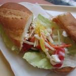 ドトールコーヒーショップ - ミラノサンド・彩り野菜とチキンのバーニャカウダソース 390円