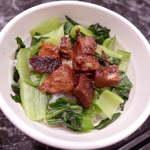 麺料理しんでぃ - おかずごはんト(¥250)。チャーシューと青梗菜が刻まれた茶碗ライス