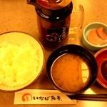 とんかついなば和幸 - 定食(ご飯、あさり味噌汁、漬物)とオリジナルソース