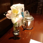 ポン・ヌフ - 130620テーブルを飾る一輪の花