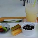 スイーツリングカフェ - ランチデザートプレート&グレープフルーツジュース