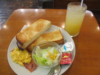 コパン - Aセット・トーストモーニング 380円